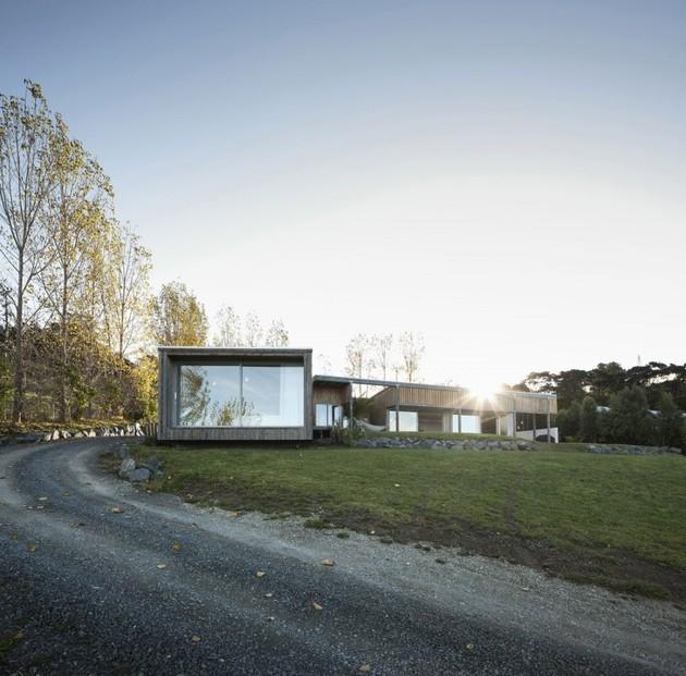 фото загородного дома на холме