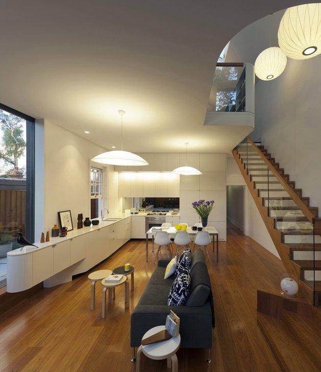 освещение гостиной и лестницы в загородном доме