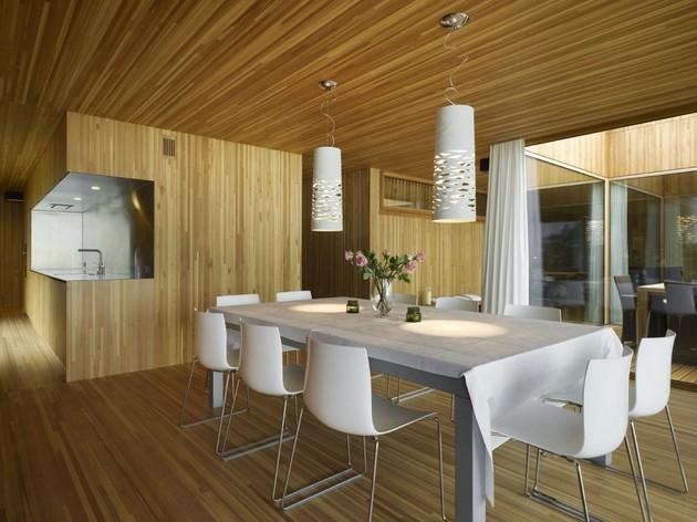 интерьер столовой комнаты трехэтажного коттеджа