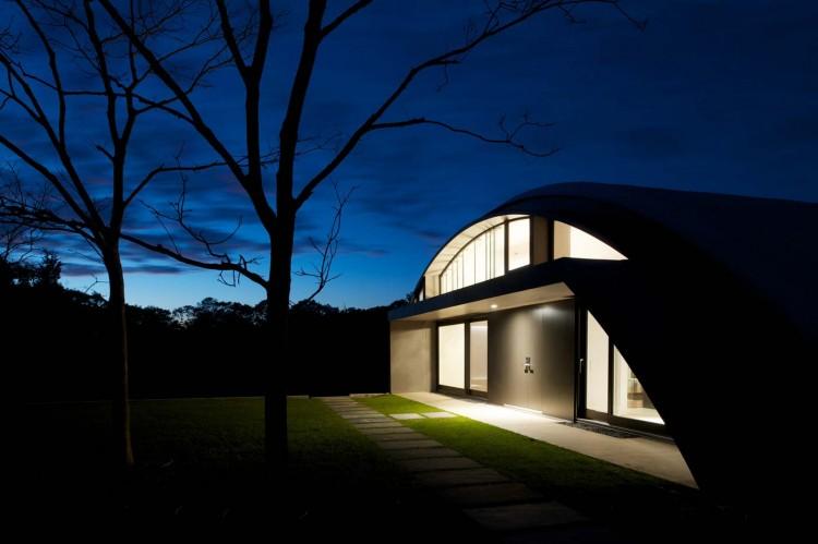Дом в индустриальном стиле - вечером