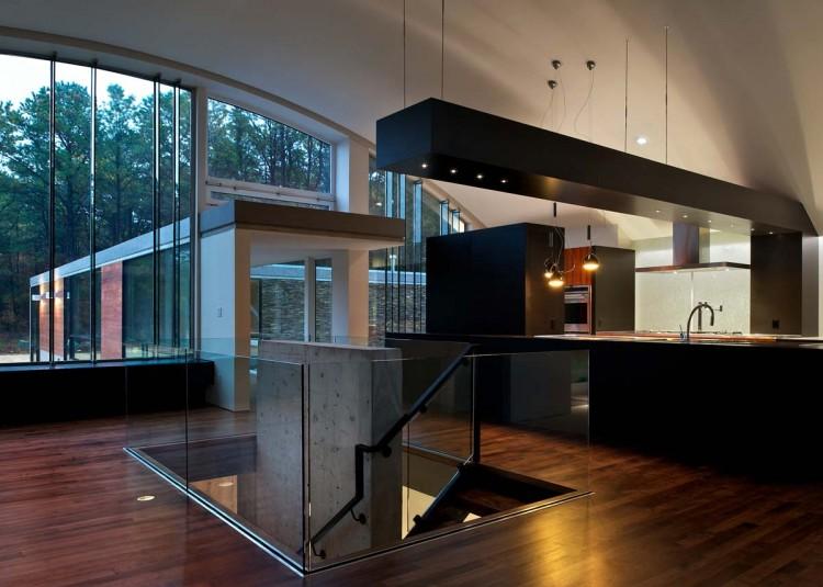 большая кухня в доме