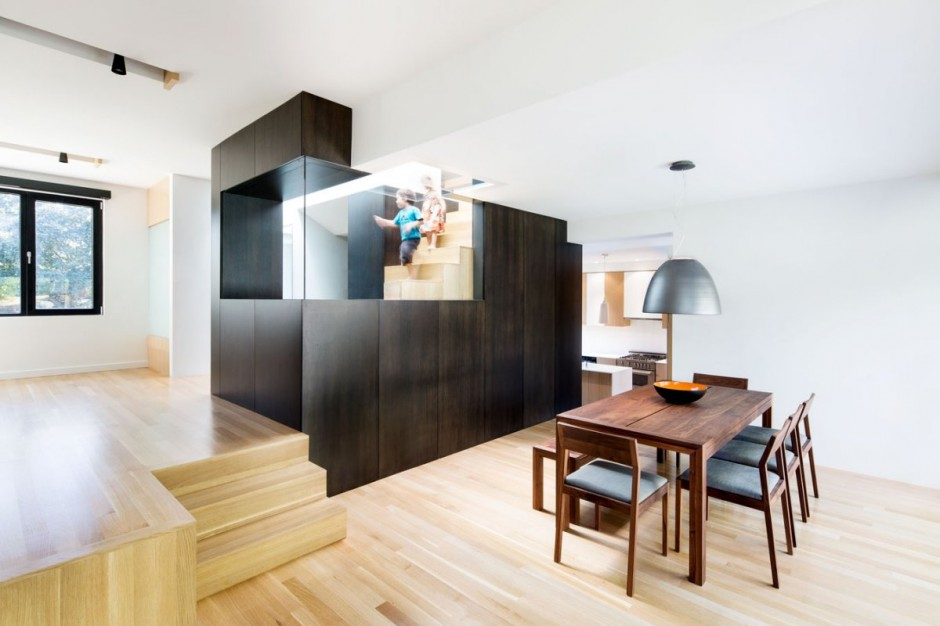 Полная реконструкция бетонного дома столовая