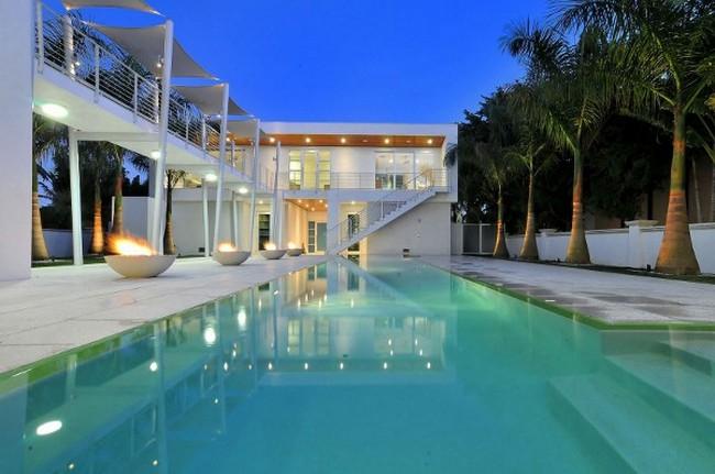 Современный дизайн частного дома бассейн