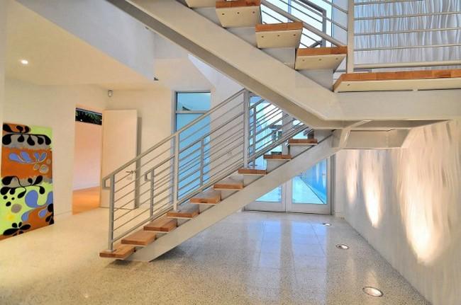 Современный дизайн частного дома - лестница