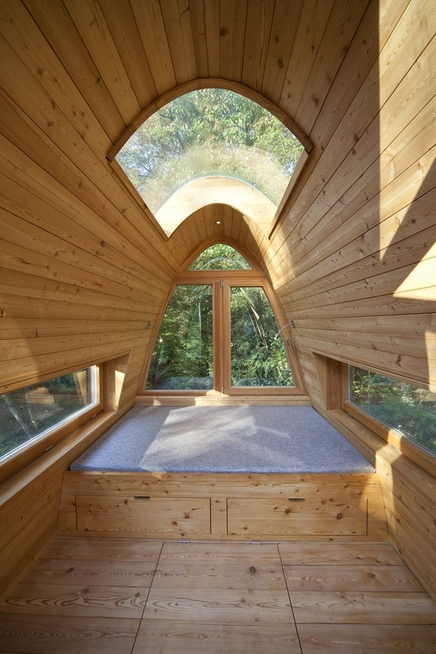 Интерьер необычного лесного домика