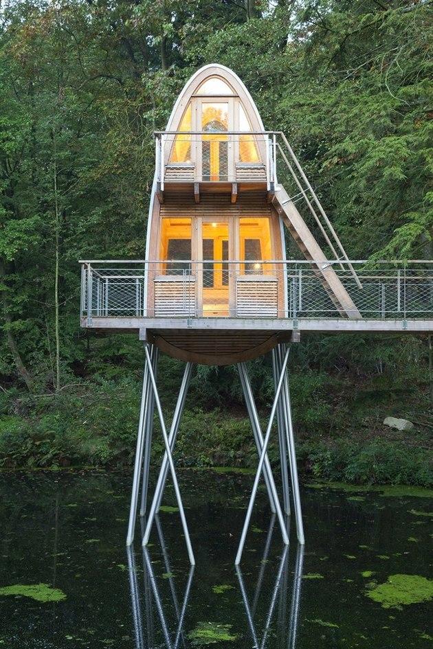 Экстерьер необычного лесного домика