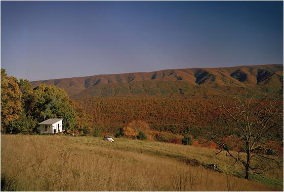 Дачный дом на опорах - уединение с видом на холмы