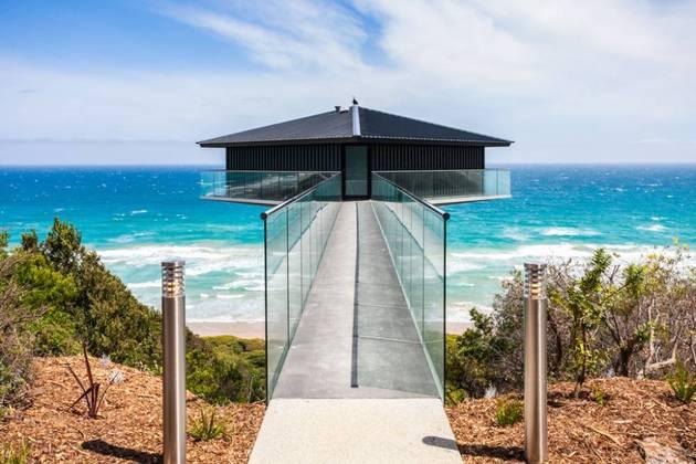Частный дом с панорамным остеклением 1