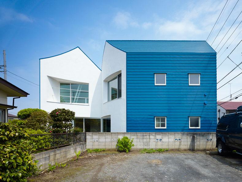 Проект дома из бетона разделенного на две части