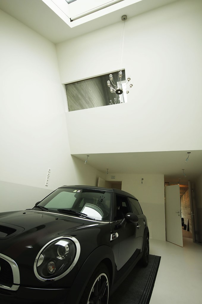 Дом на узком участке -  сам гараж