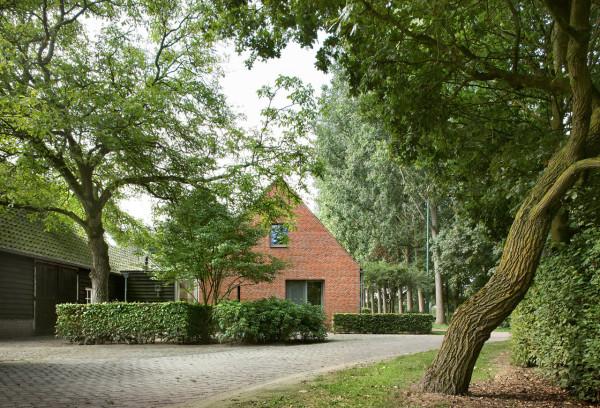 Экстерьер загородного дома из кирпича