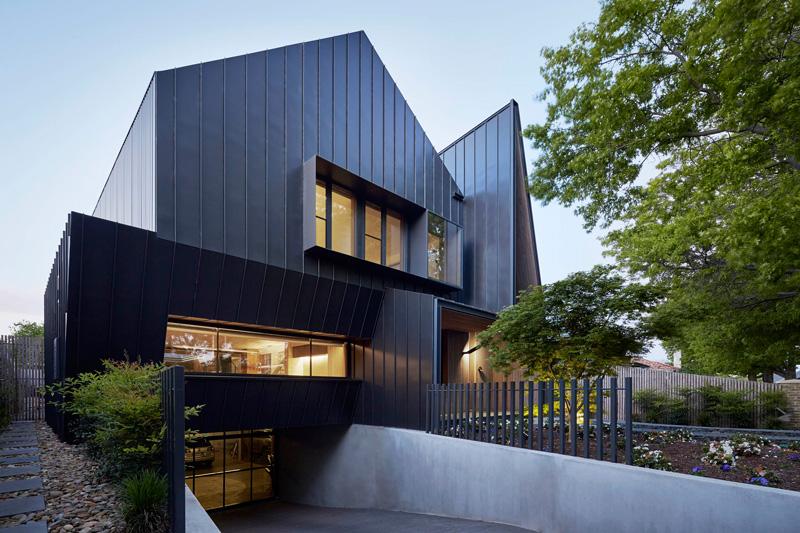 дом черного цвета (2)