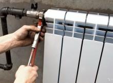 как поменять батареи в доме самому