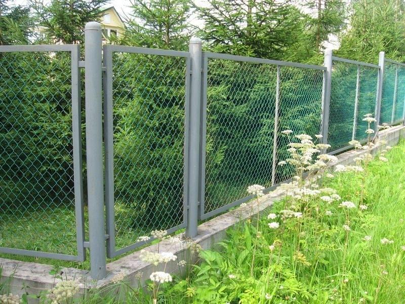 как сделать забор из сетки-рабицы