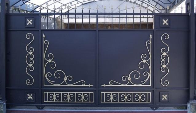 Узор на воротах фото