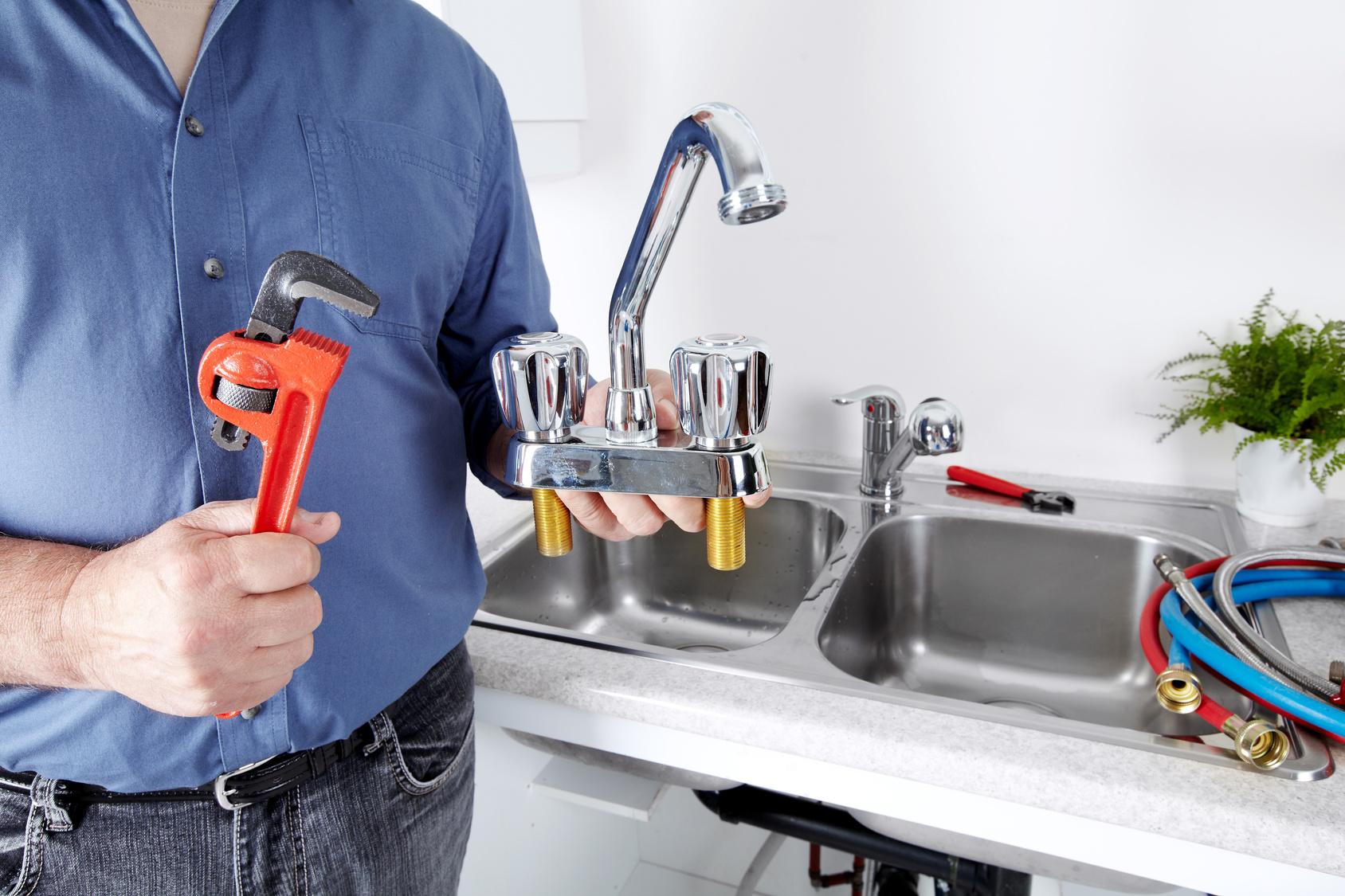 как поменять смеситель на кухне своими руками