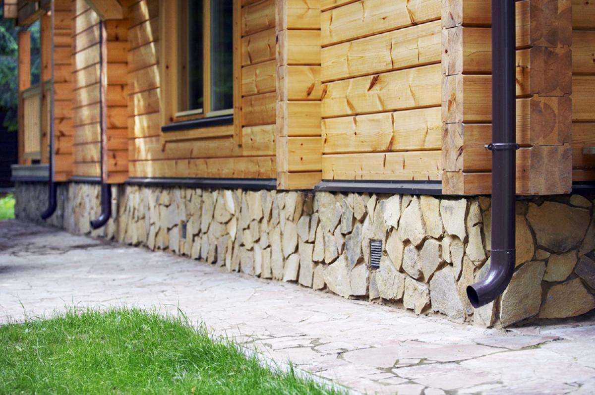 Внешняя отделка дома из искусственного камня