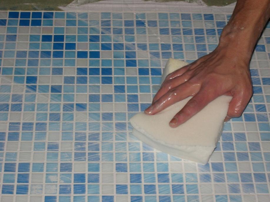 Как наклеить мозаику на сетке