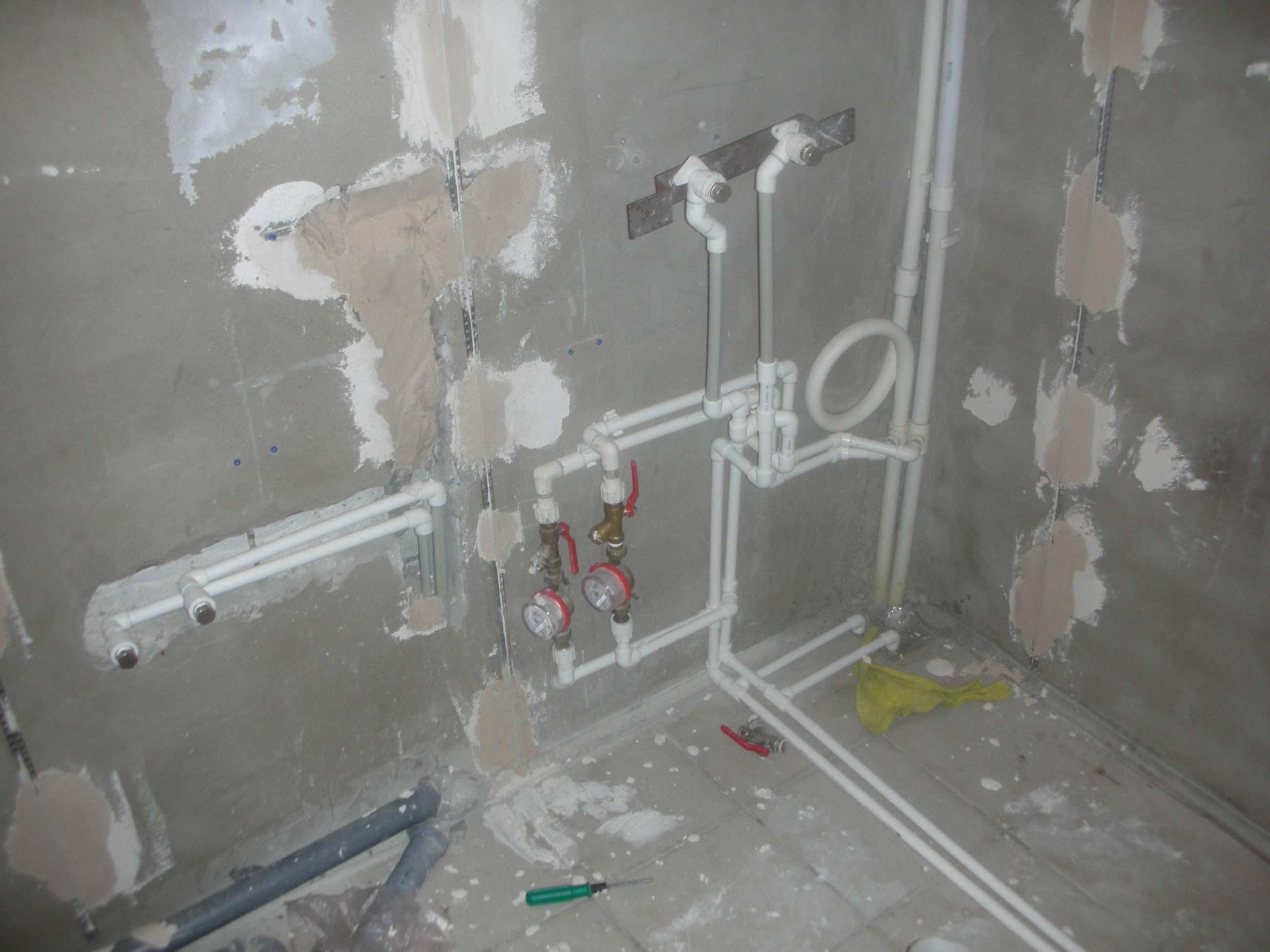 монтаж пластиковых труб в ванной